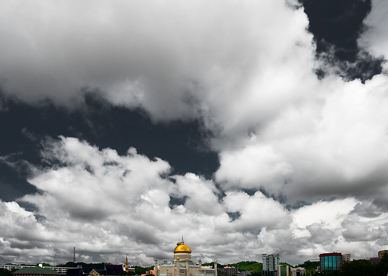 A beautiful sky hangs over the Sultan Omar Ali Saifuddin Mosque. - Bandar Seri Begawan, Brunei - Daily Travel Photos
