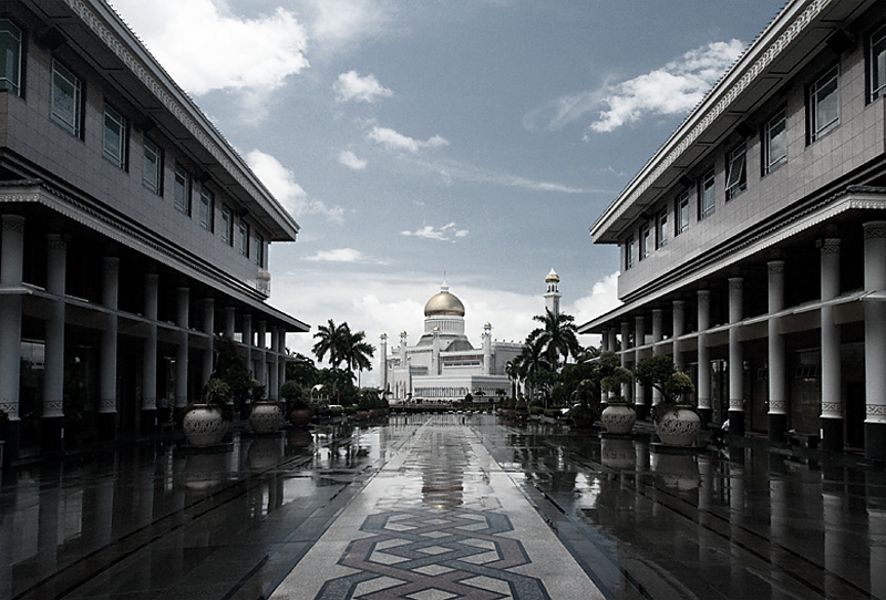 Sultan Omar Ali Saifuddin Mosque seen from the nearby mall. - Bandar Seri Begawan, Brunei - Daily Travel Photos