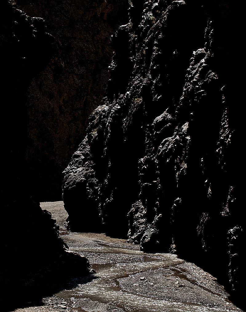 A passage through a rocky canyon. - Yolyn Am, Mongolia - Daily Travel Photos
