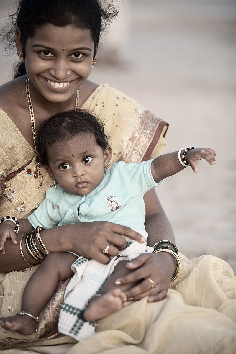 An Indian mother and child at Palolem beach in the evening. - Palolem, Goa, India - Daily Travel Photos