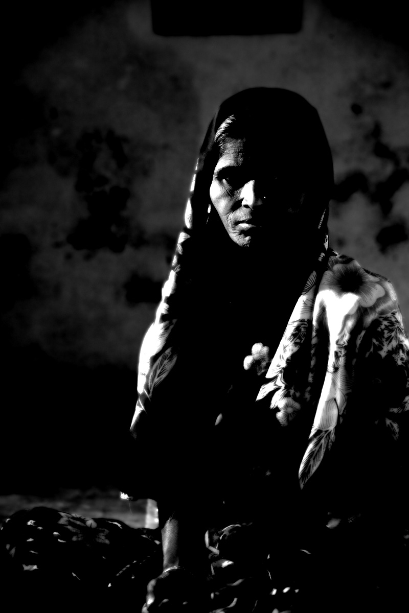 An Indian Muslim woman beggar. - Bijapur, Karnataka, India - Daily Travel Photos