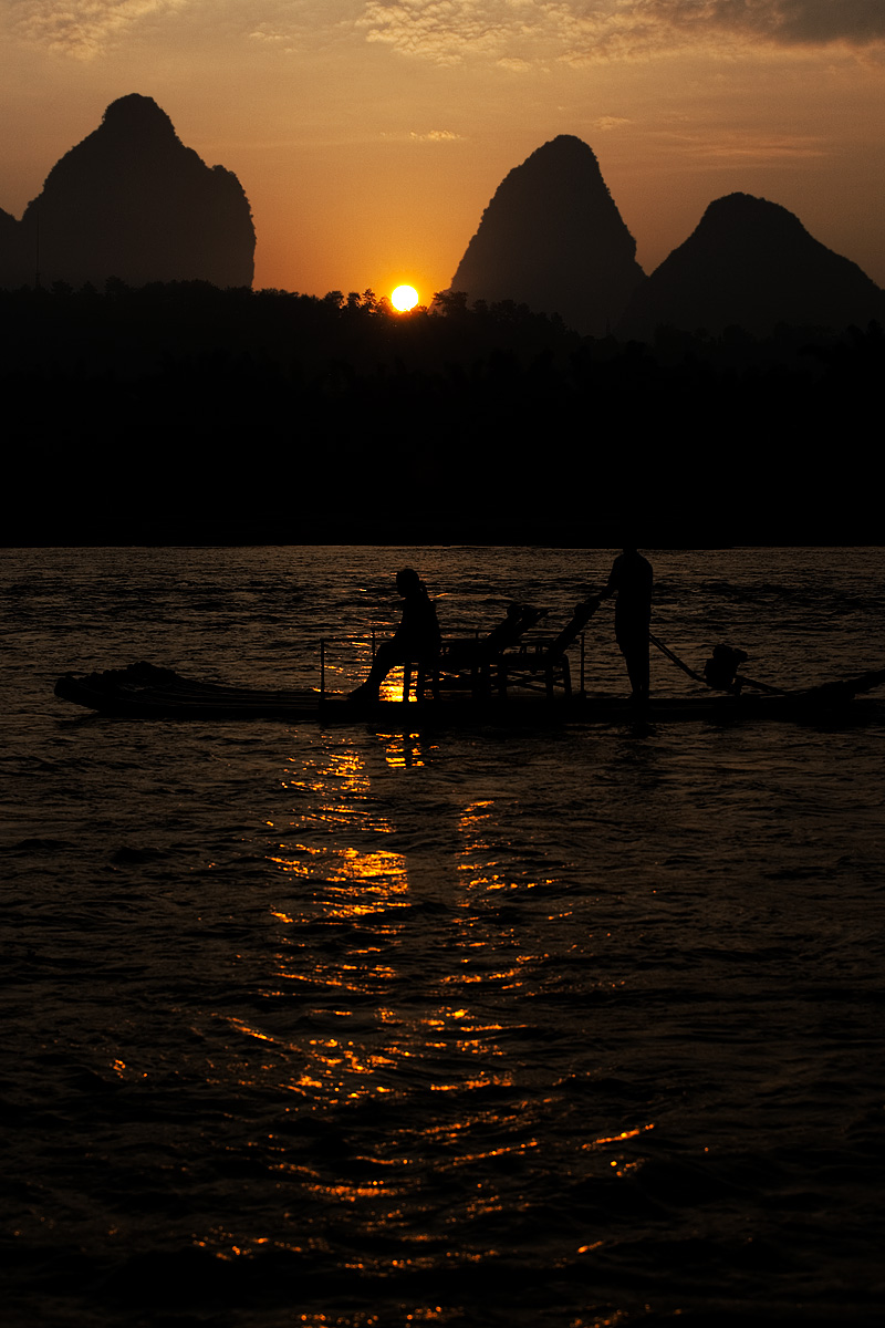 Traditional boat and karst rock formations on the Li river at sunrise. - Yangshuo, Guanxi, China - Daily Travel Photos