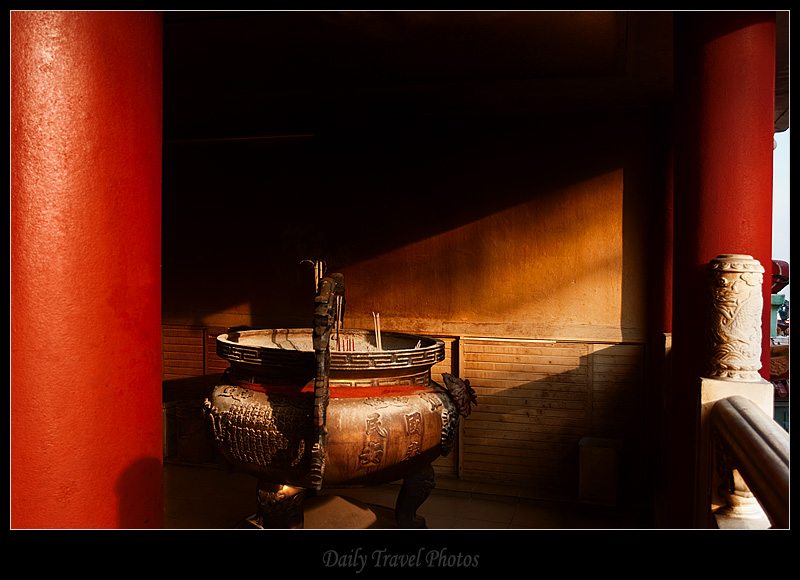 A red corner of the Tua Peh Kong Chinese temple - Sibu, Sarawak, Borneo, Malaysia - Daily Travel Photos