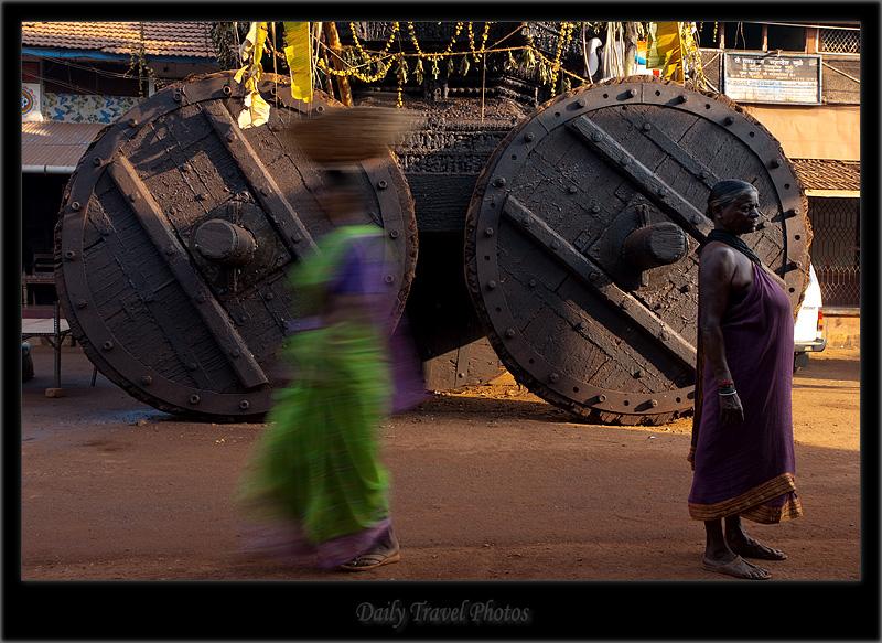 Axis of the wheel of a ratha chariot - Gokarna, Karnataka, India - Daily Travel Photos