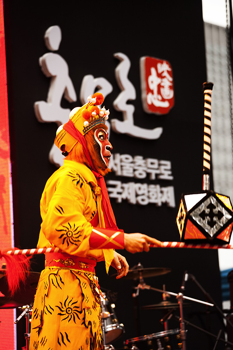 Chinese Opera Monkey Acrobatics Balance Hammer - Seoul, South Korea - Daily Travel Photos