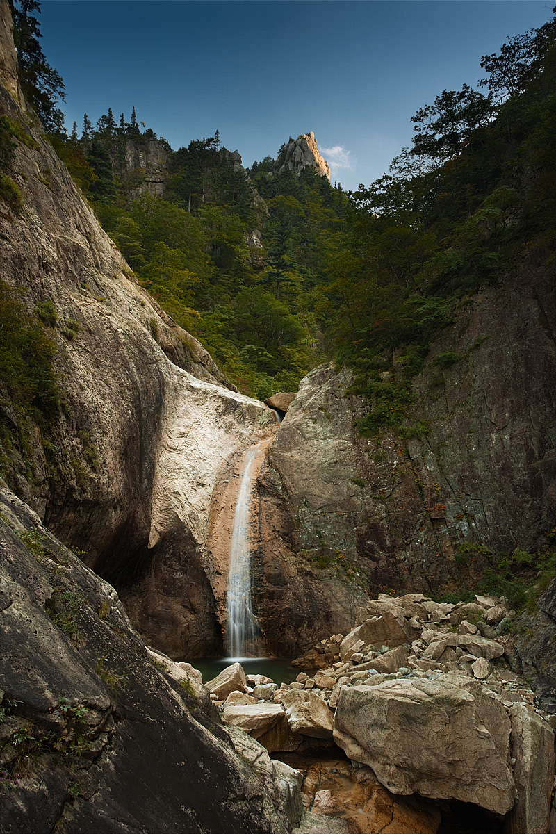 Silk Falls Waterfall Mountain - Seoraksan, South Korea - Daily Travel Photos
