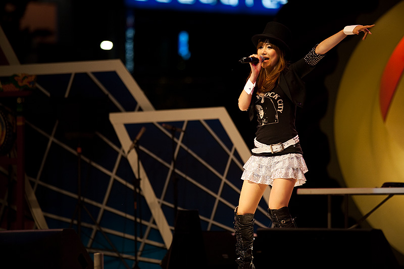 Concert Japanese-Korean Beautiful Singer Cuff Links - Seoul, South Korea - Daily Travel Photos