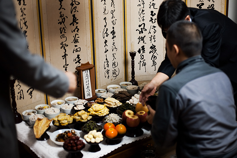 Chuseok Table Food Offerings Ancestors Thanks Soju Bow Kowtow Foreigner Coaching - Daejeon, South Korea - Daily Travel Photos