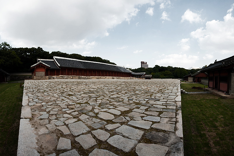 Jongmyo Jeongjeon Main Hall Side Panorama - Seoul, South Korea - Daily Travel Photos