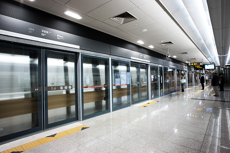Subway Line Nine Gubanpo Station Metro Clean Arriving Train - Seoul, South Korea - Daily Travel Photos