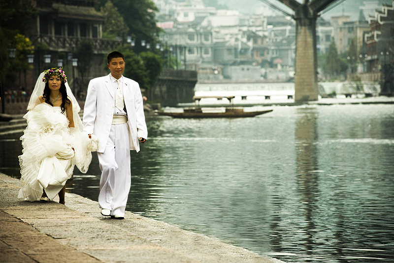 Chinese Bride Groom Wedding Dress Li River - Fenghuang, Hunan, China - Daily Travel Photos