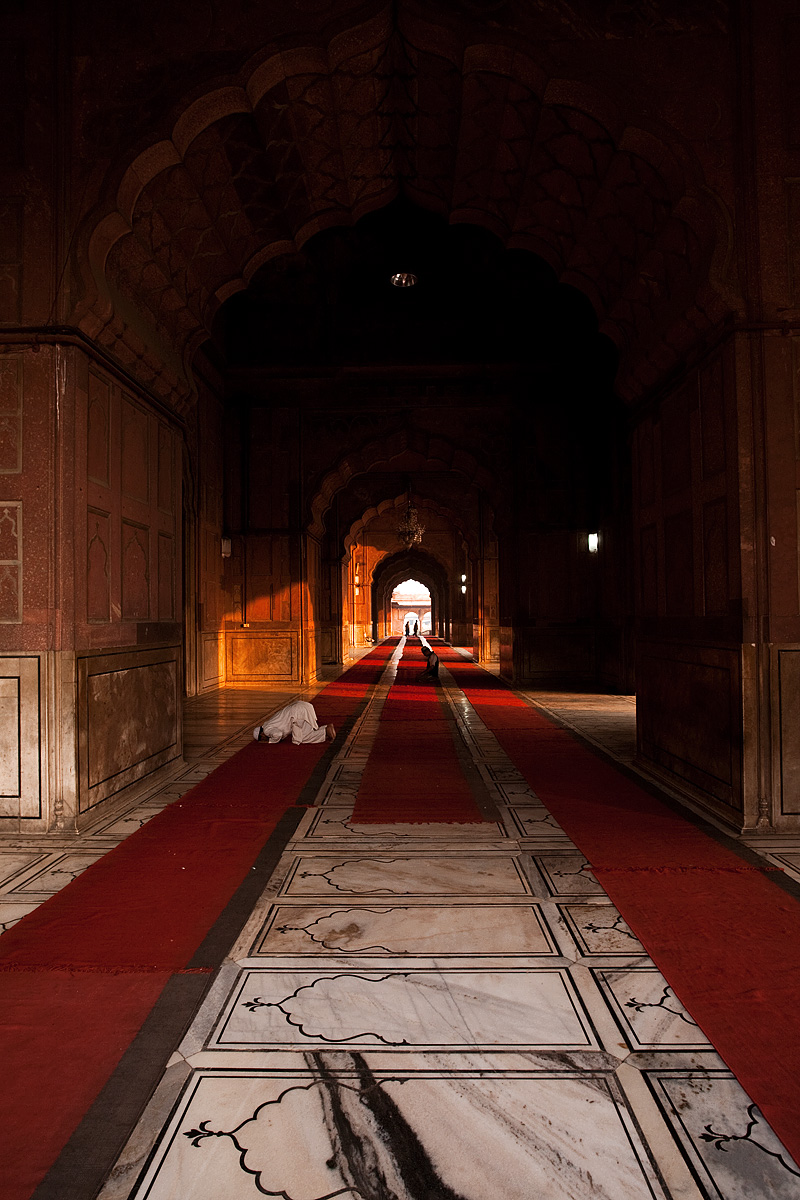 Jama Masjid Main Mosque Prayer Hall Muslim Men Praying - Delhi, India - Daily Travel Photos