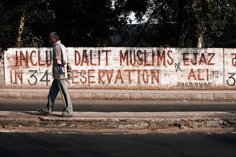Armless Man Dalit Muslim Sign - Delhi, India - Daily Travel Photos
