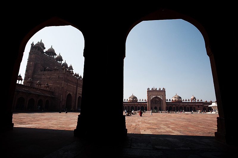 Jama Masjid's courtyard seen through arches. - Fatehpur Sikri, Uttar Pradesh, India - Daily Travel Photos