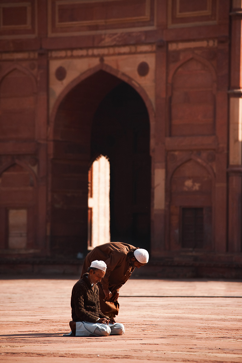 Muslim men pray in the courtyard at Jama Masjid. - Fatehpur Sikri, Uttar Pradesh, India - Daily Travel Photos
