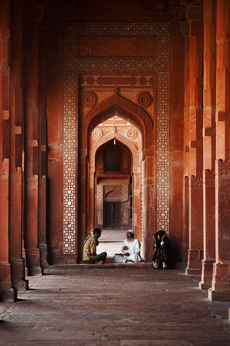 A young Muslim man receives wisdom from a teacher. - Fatehpur Sikri, Uttar Pradesh, India - Daily Travel Photos