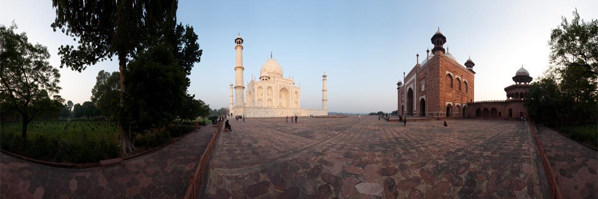 Panorama of the south-east corner of the Taj Mahal. - Agra, Uttar Pradesh, India - Daily Travel Photos
