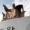 Man of Letters Photo: Today's newly unveiled statue of King Sae Jong Dae (세종대 왕) overlooks Gwanghwamun plaza.