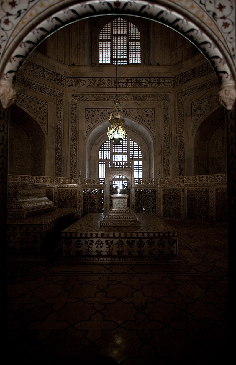 The final resting place of Shah Jahan and his favorite wife, Mumtaz, inside the Taj Mahal. - Agra, Uttar Pradesh, India - Daily Travel Photos