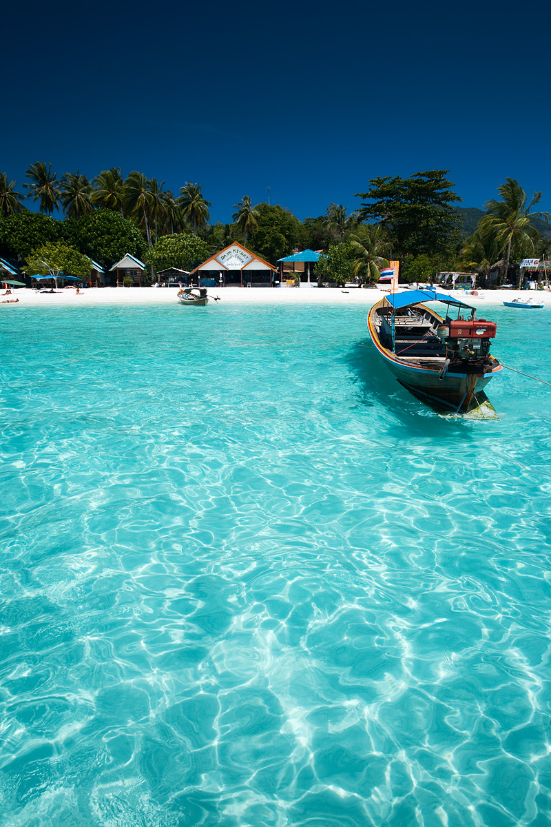 The crystal clear water of Pattaya beach looking onto Paradise Cottage - Ko Lipe, Thailand - Daily Travel Photos