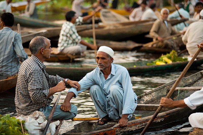 A vegetable deal goes tragically awry and violence nearly ensues. - Srinagar, Kashmir, India - Daily Travel Photos