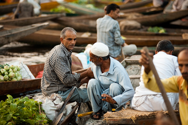 A vegetable transaction goes tragically awry and violence nearly erupts. - Srinagar, Kashmir, India - Daily Travel Photos