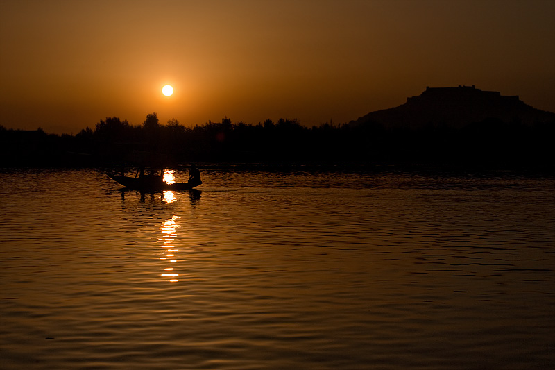 Srinagar fort and a lone shikara boat seen on Dal Lake at sunset. - Srinagar, Kashmir, India - Daily Travel Photos