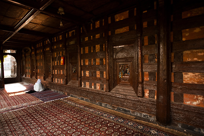A Muslim woman prays in the partially covered side annex of the Shah-e-Hamdan mosque. - Srinagar, Kashmir, India - Daily Travel Photos