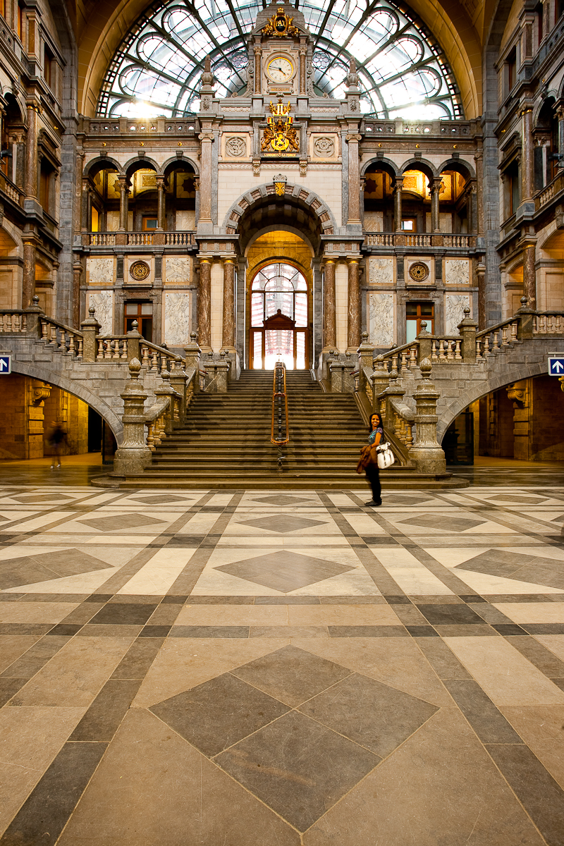 A Flash user-controlled panorama of Antwerp's Centraal Train Station. - Antwerp, Belgium - Daily Travel Photos