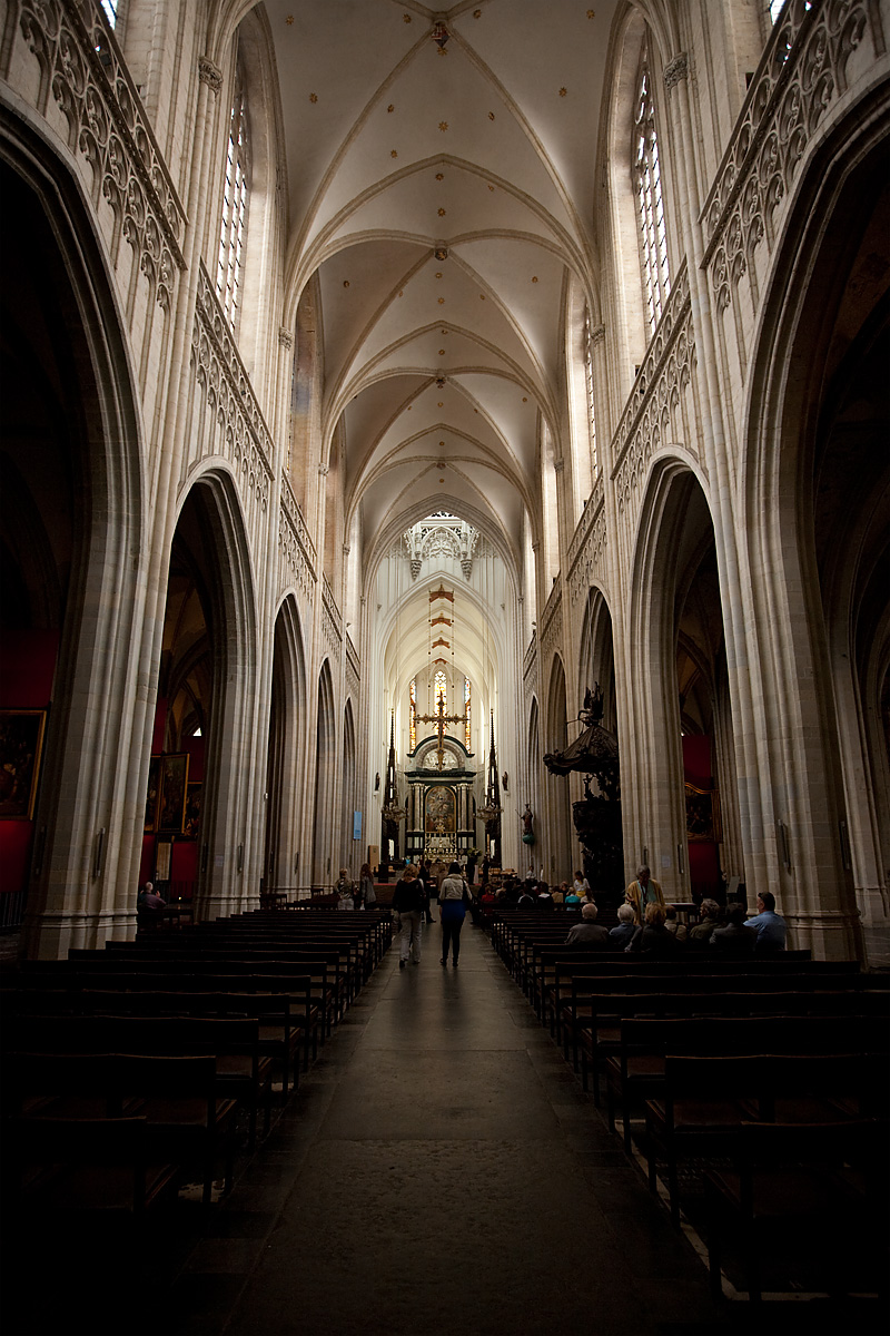 The nave of the Cathedral of Our Lady (Onze-Lieve-Vrouwekathdraal). - Antwerp, Belgium - Daily Travel Photos