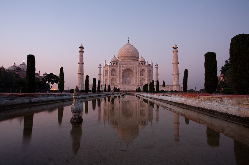 Long exposure of the Taj Mahal at closing time. - Agra, Uttar Pradesh, India - Daily Travel Photos