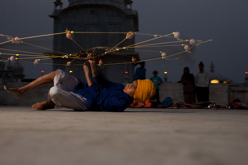 A young martial artist shows off his back-spin move while continuously spinning his net-like weapon. - Paonta Sahib, Himachal Pradesh, India - Daily Travel Photos