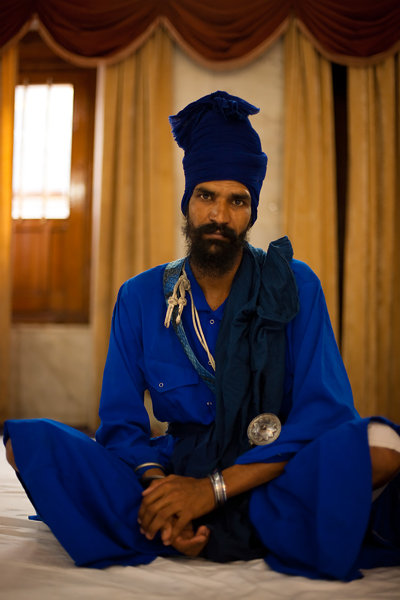 Well-dressed Sikh officer at the Paonta Sahib Gurduwara. - Paonta Sahib, Himachal Pradesh, India - Daily Travel Photos
