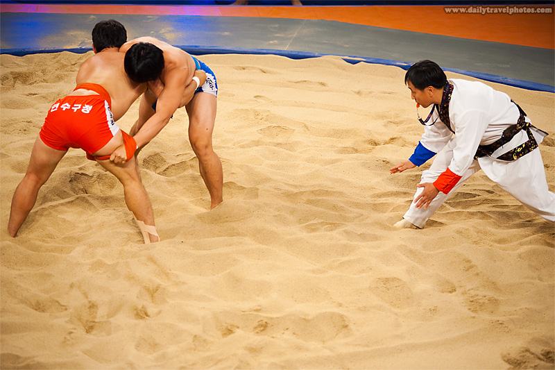 Two contestants strategically position themselves for better leverage - Seoul, South Korea - Daily Travel Photos