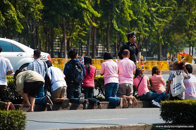 King's Subjects Kneel Duty Passes - Bangkok, Thailand - Daily Travel Photos