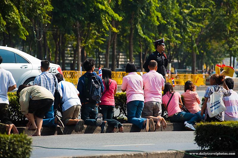 King's Subjects Kneel Duty Passes - Bangkok, Thailand - Daily Travel Photos