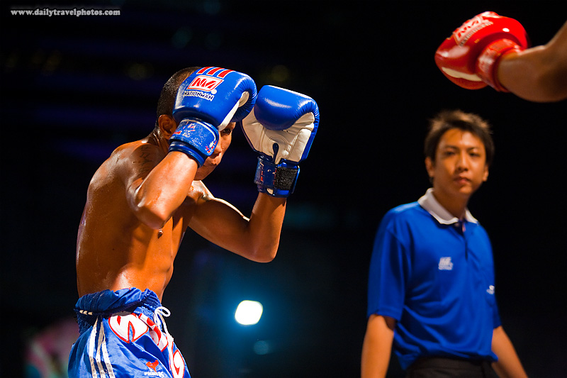 muay Thai Kick-boxing Guarding Feeling Each Other Out Referee - Bangkok, Thailand - Daily Travel Photos