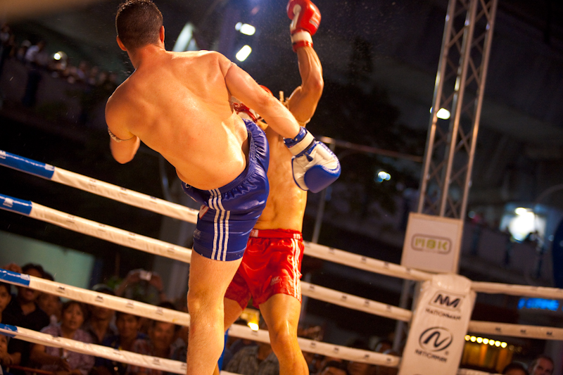 Kick Face Caught Muay Thai Boxing Stunned - Bangkok, Thailand - Daily Travel Photos