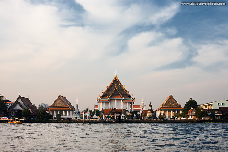 Chao Phraya Buddhist Temple Wat Kanlayannamit - Bangkok, Thailand - Daily Travel Photos