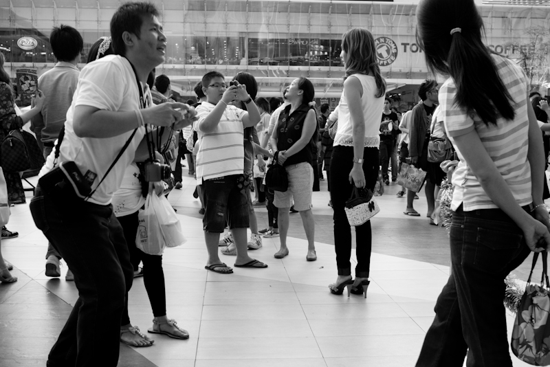 Mall Paragon Tourists Photo Op - Bangkok, Thailand - Daily Travel Photos