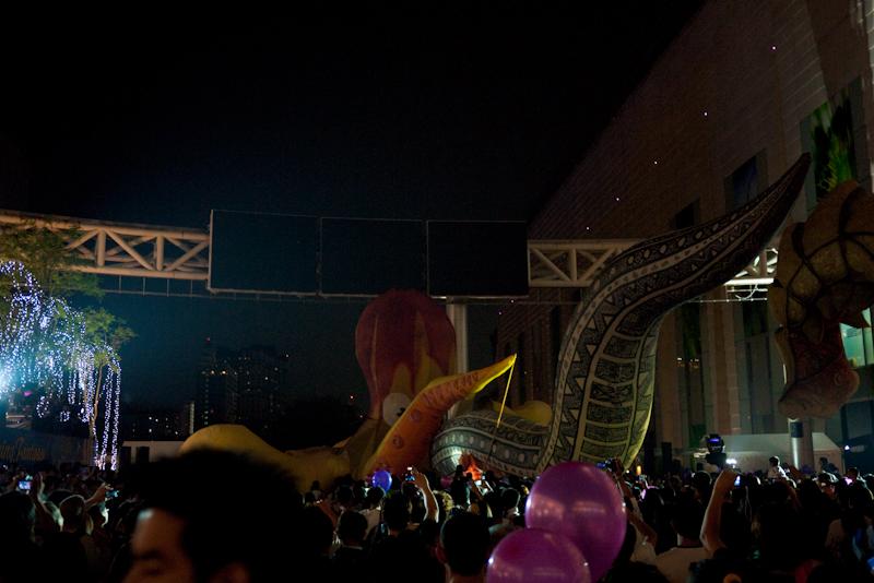 Octopus Snake Balloon Fight Flying Fantasy Paragon - Bangkok, Thailand - Daily Travel Photos