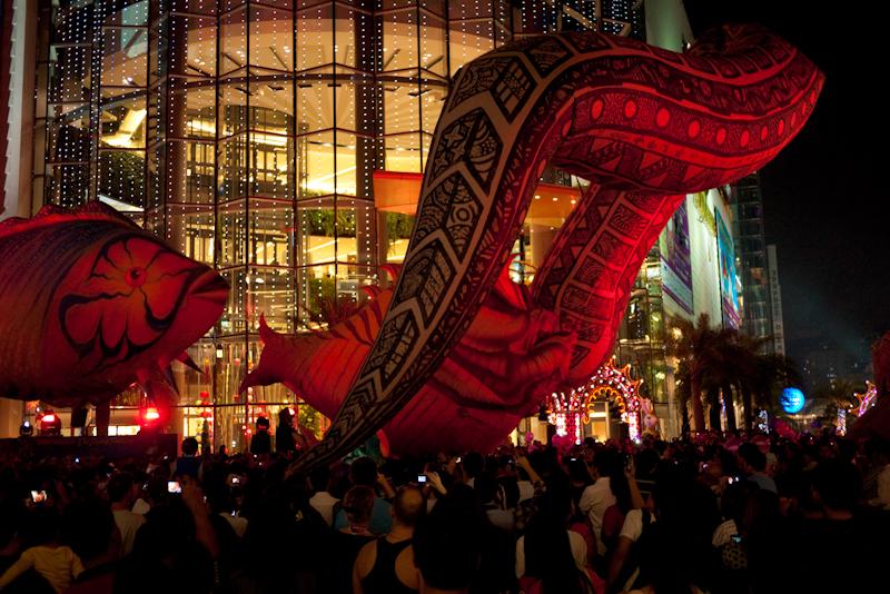 Balloon Snake Fight Fish Paragon Flying Fantasy - Bangkok, Thailand - Daily Travel Photos