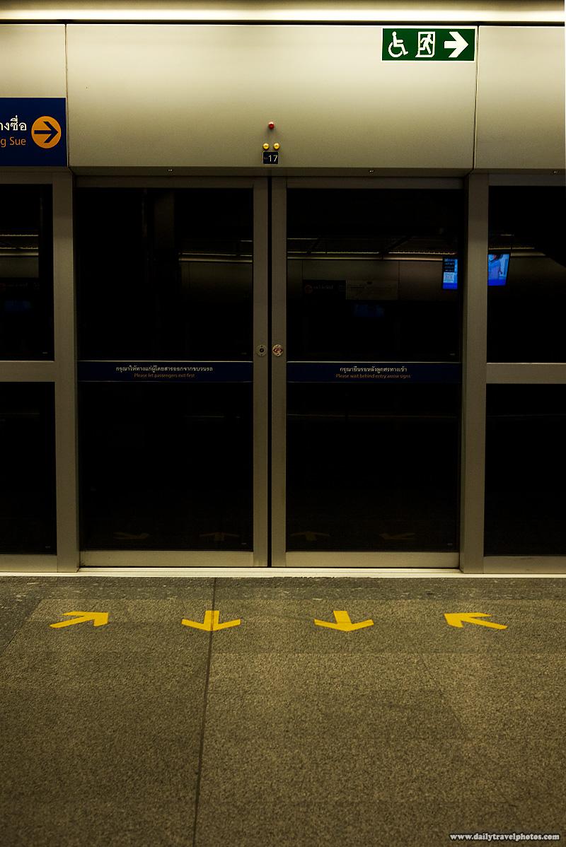 Temperature Controlled Bangkok Subway Doors Platform - Bangkok, Thailand - Daily Travel Photos