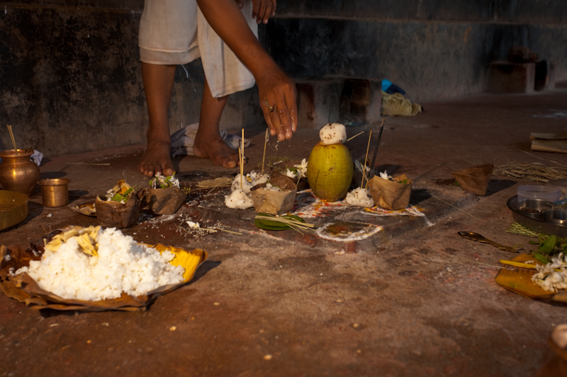 Offerings Dead Relative Hindu Brahman Priest - Gokarna, Karnataka, India - Daily Travel Photos