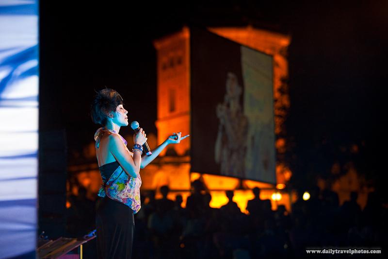 Female Thai Singer Fort Night Background People - Bangkok, Thailand - Daily Travel Photos