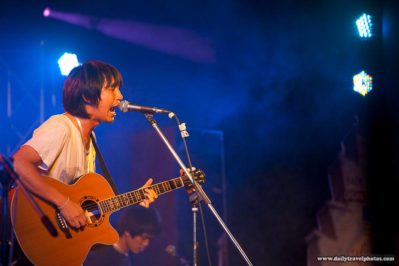 Desktop Error Thai Rock Band La Fete Lead Singer Before Processing - Bangkok, Thailand - Daily Travel Photos