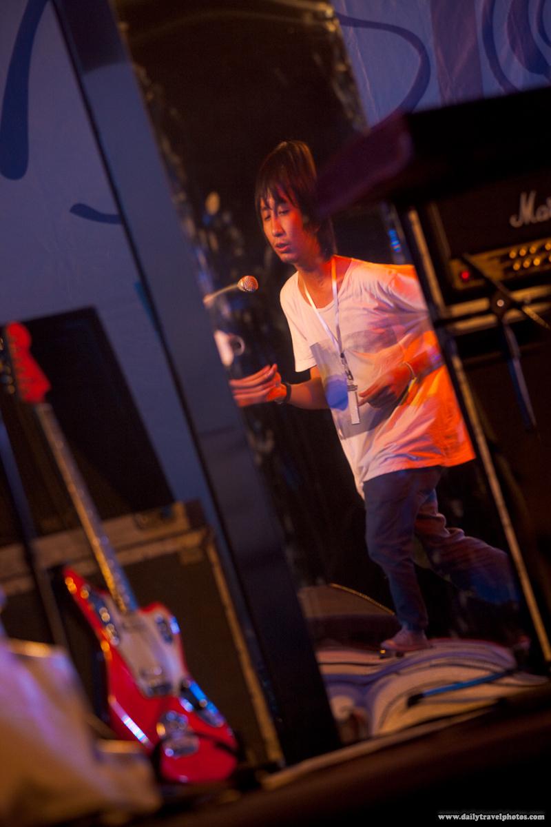 Lead Singer Dancing Desktop Error Thai Band La Fete Bangkok - Bangkok, Thailand - Daily Travel Photos
