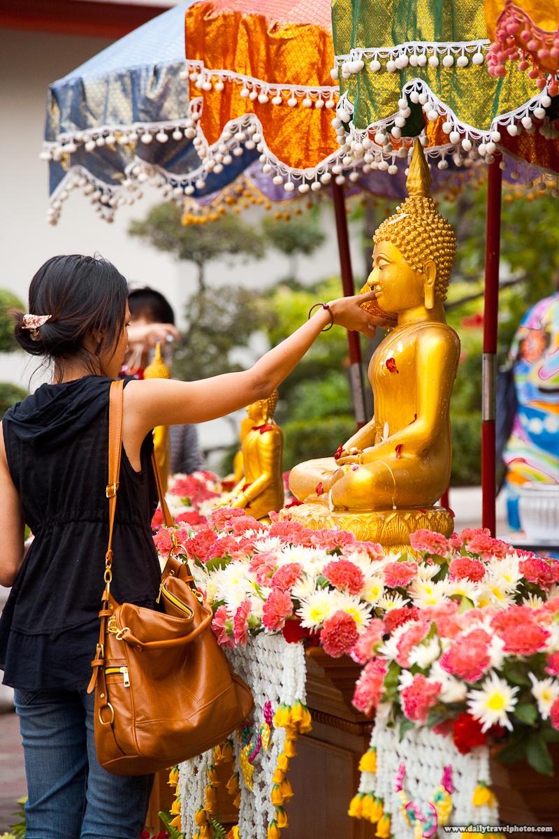 Songkran Wash Buddha Statue Wat Pho 2011 Thai Woman - Bangkok, Thailand - Daily Travel Photos