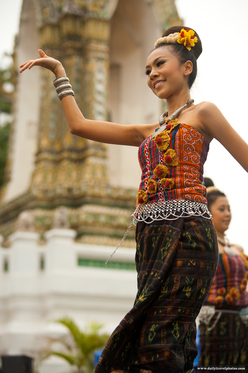 Beautiful Thai Dancer Chap Khrap Northern Thai Dance Songkran - Bangkok, Thailand - Daily Travel Photos