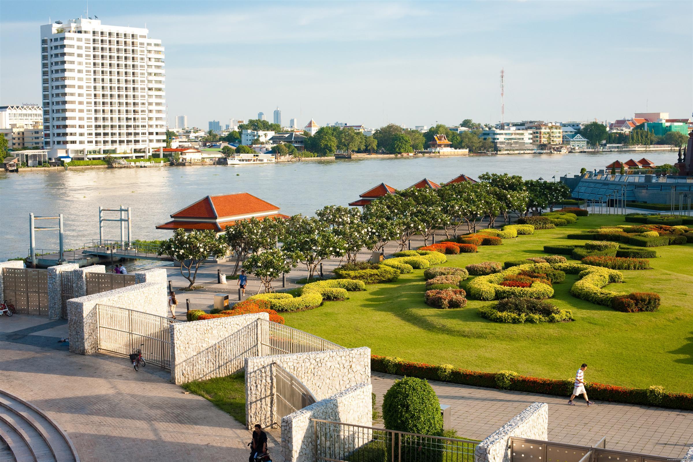 Rama VIII Park and Chao Phraya River - Bangkok, Thailand - Daily Travel Photos